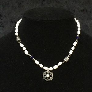 Jewelry - Faux pearl necklace with dark silver and blue Q002